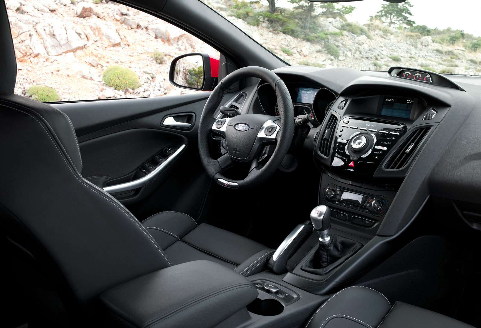 Кабина универсала Ford Focus ST