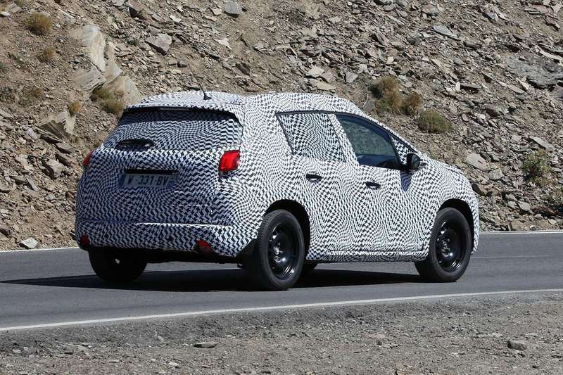 Peugeot 2008 test prototype side-rear view_no_copyright