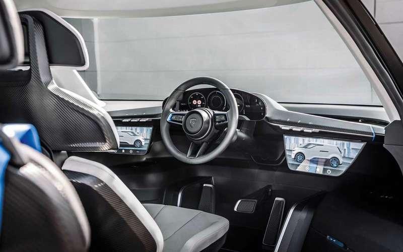 У Porsche появился шестиместный минивэн
