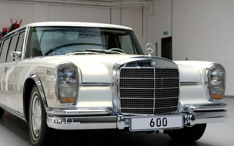 Потратили 3млн евро, продают за2: Mercedes 1975 года идет соскидкой