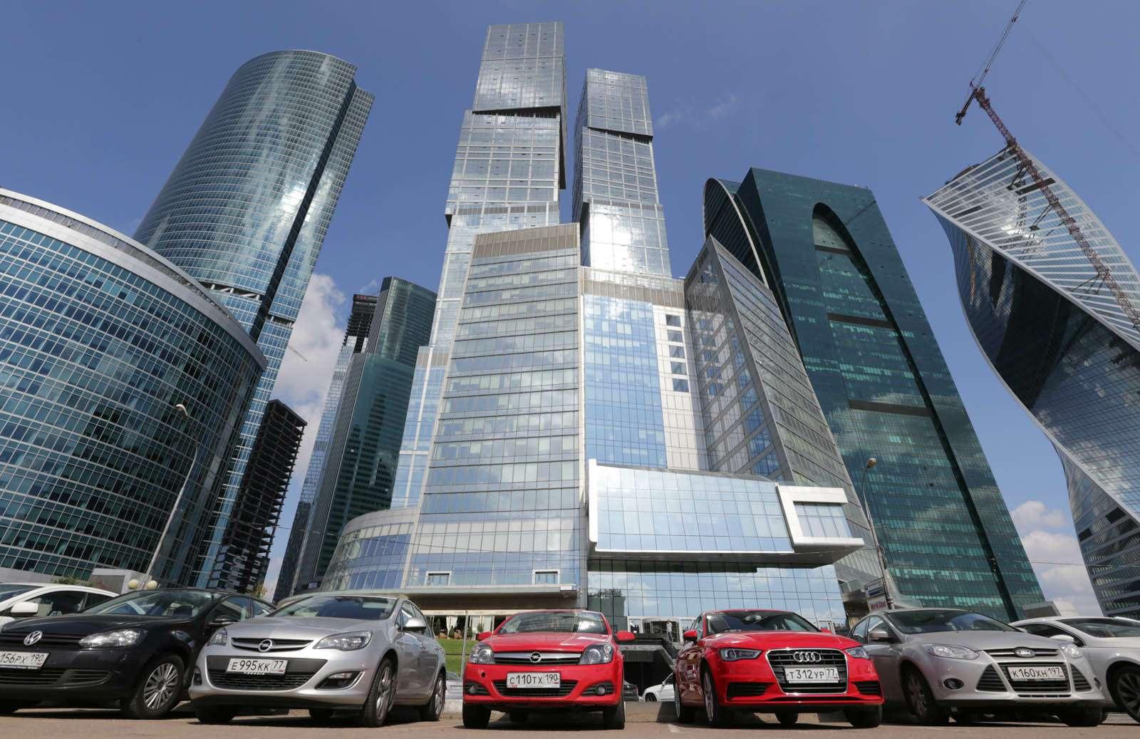 Продажи автомобилей вРоссии воктябре снизились на10%— фото 342646