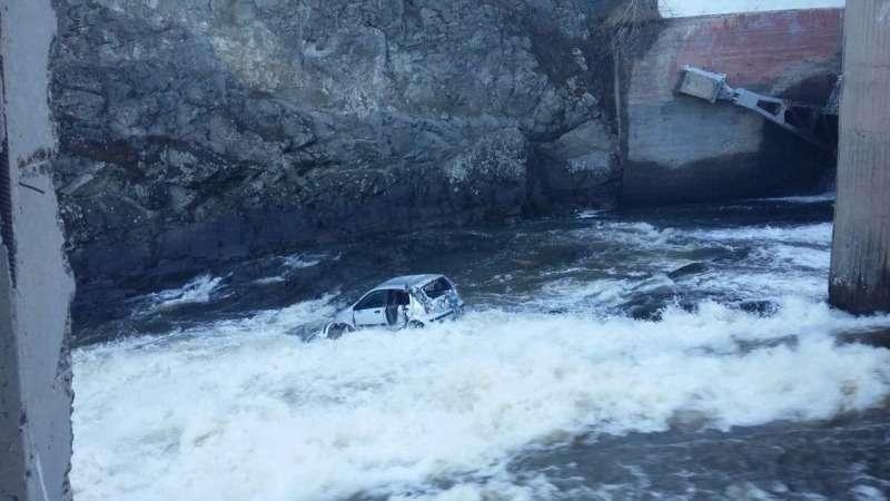 В Свердловской области нетрезвый водитель съехал смоста вреку— фото 745591