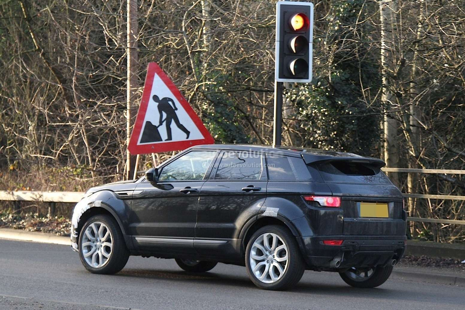 2016-range-rover-evoque-mid-life-facelift-spied-ingenium-diesel-engines-coming-to-us_1