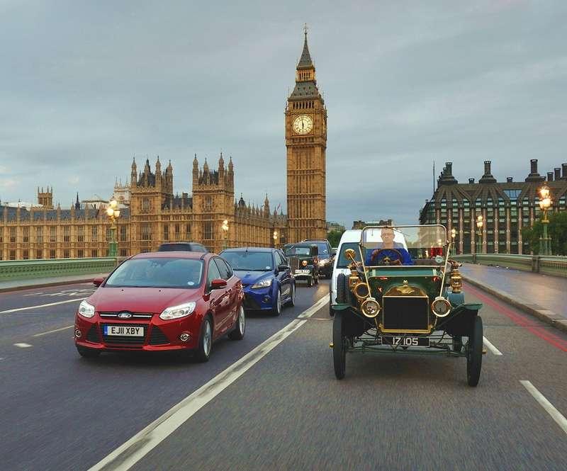Первые британские Ford Tбыли не черного, азеленого цвета. Одна изтаких машин приняла участие вюбилейном Ford Centenary Tour. Рулевая колонка набританских «Фордах» располагалась справа, хотя вомногих музеях страны, например, влондонском Science Museum, можно увидеть Model Tслевым рулем