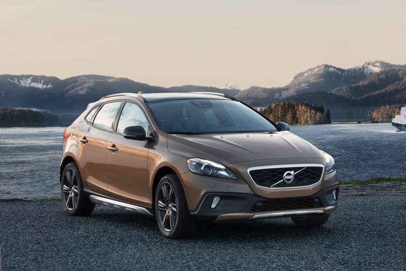 Volvo V40 Cross Country side-front view_no_copyright