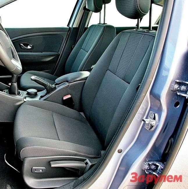 Водительское кресло «Мегана» признали одним изсамых комфортных. Балует еще иотменными регулировочными диапазонами.