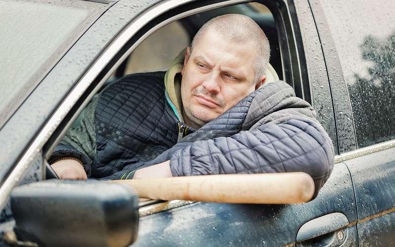 Монтировки, ломики иклюшки длягольфа— что держат длясамообороны наши водители. Исследование