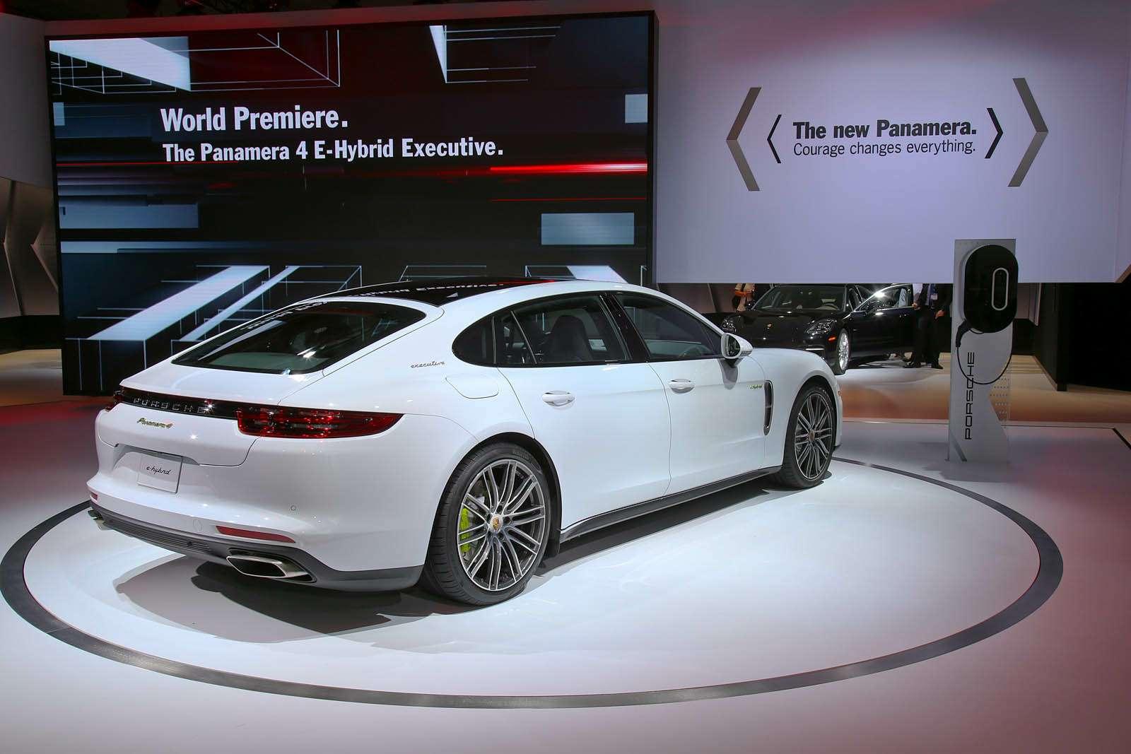 Быстрая немецкая «такса»: длиннобазная Porsche Panamera приехала вЛос-Анджелес— фото 665244