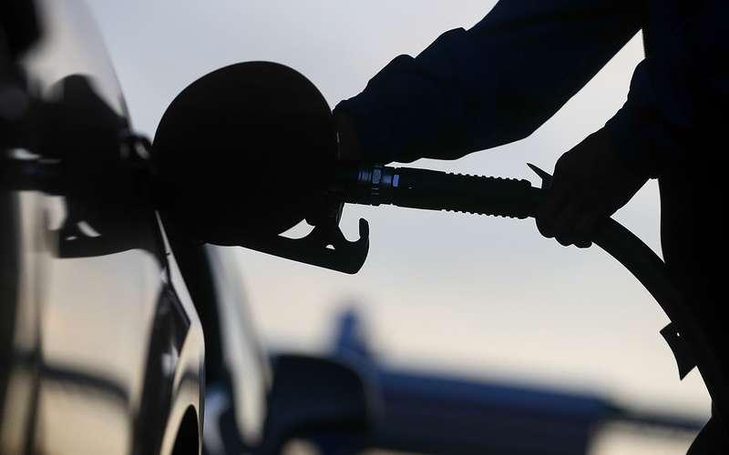 Топливо продолжает дорожать. Впределах инфляции— утверждают власти