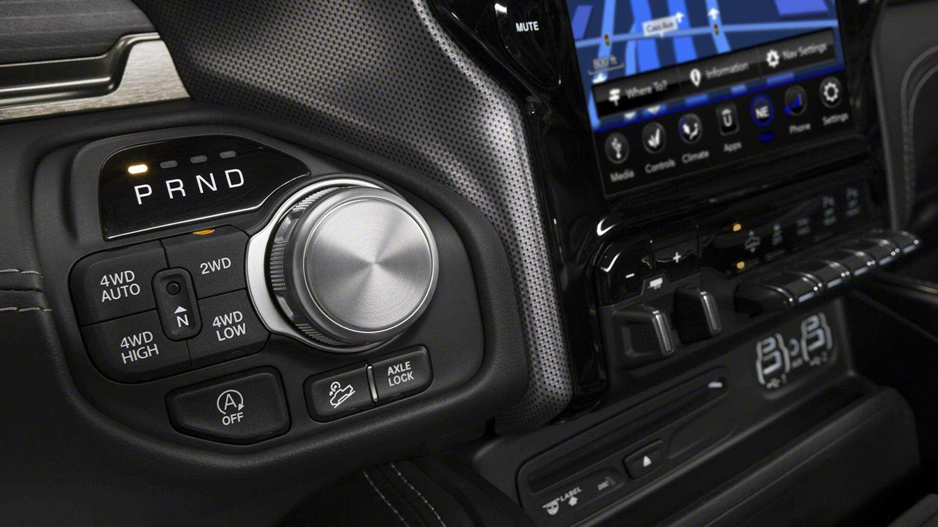 В погоне залидером: представлены новые Chevrolet Silverado иRam 1500— фото 836098