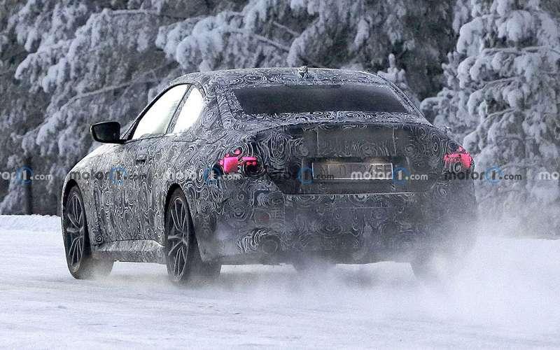 Купе BMW 2-й серии вкамуфляже: фото стестов
