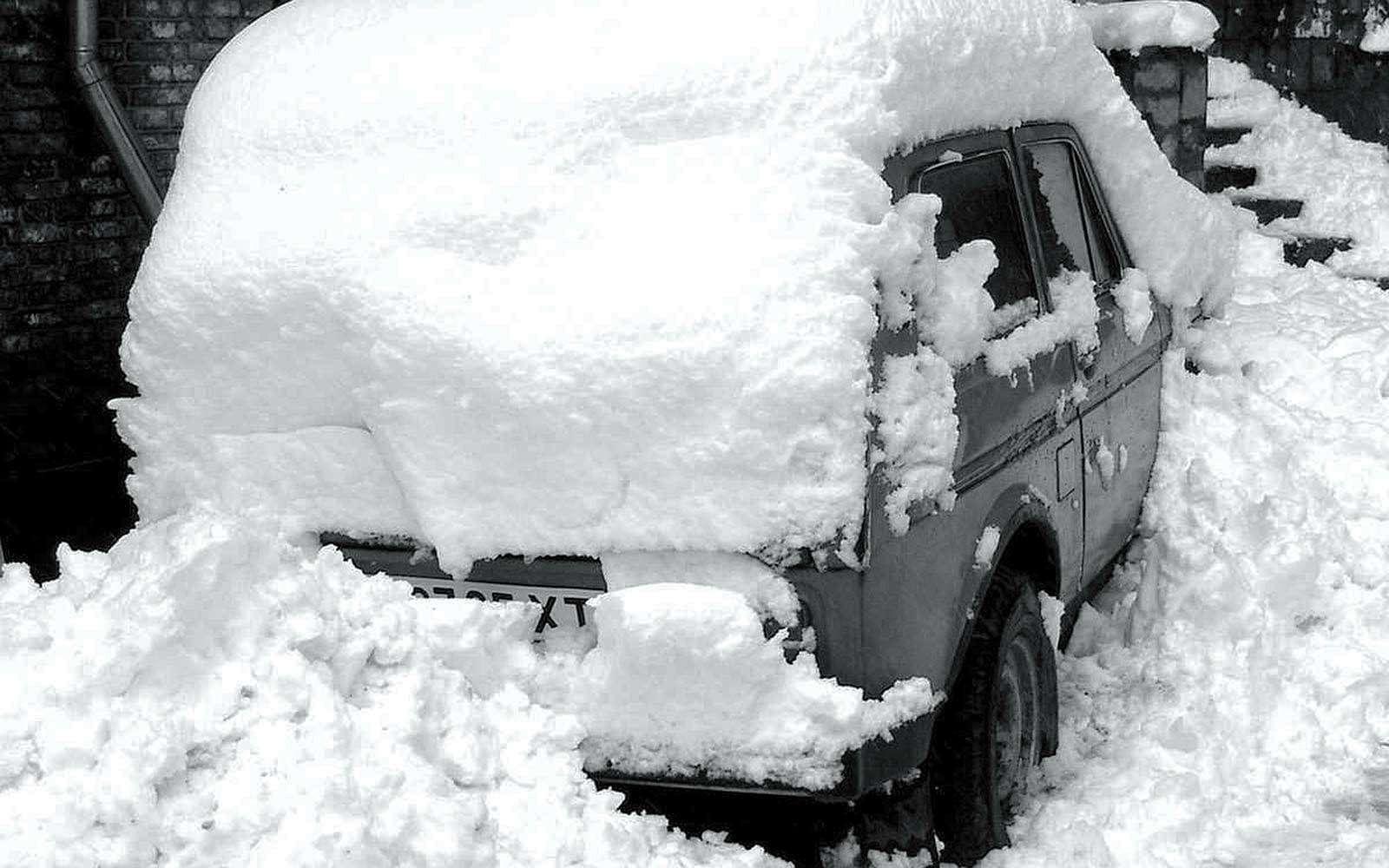 очистка автомобиля отснега
