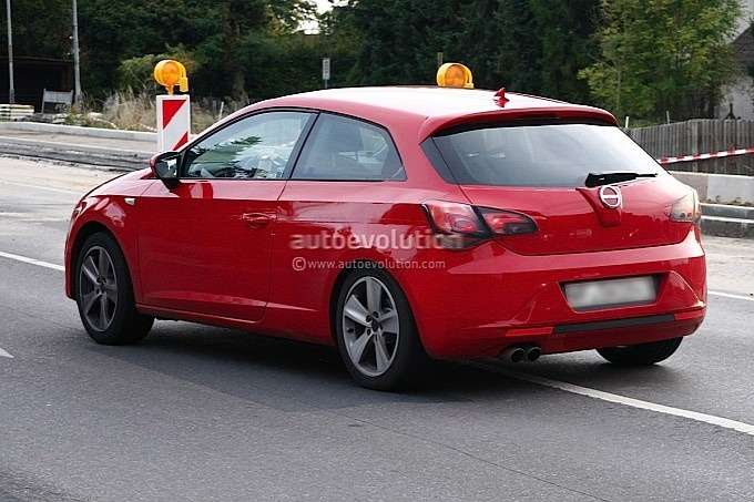 New 3-door SEAT Leon test prototype side-rear view_no_copyright