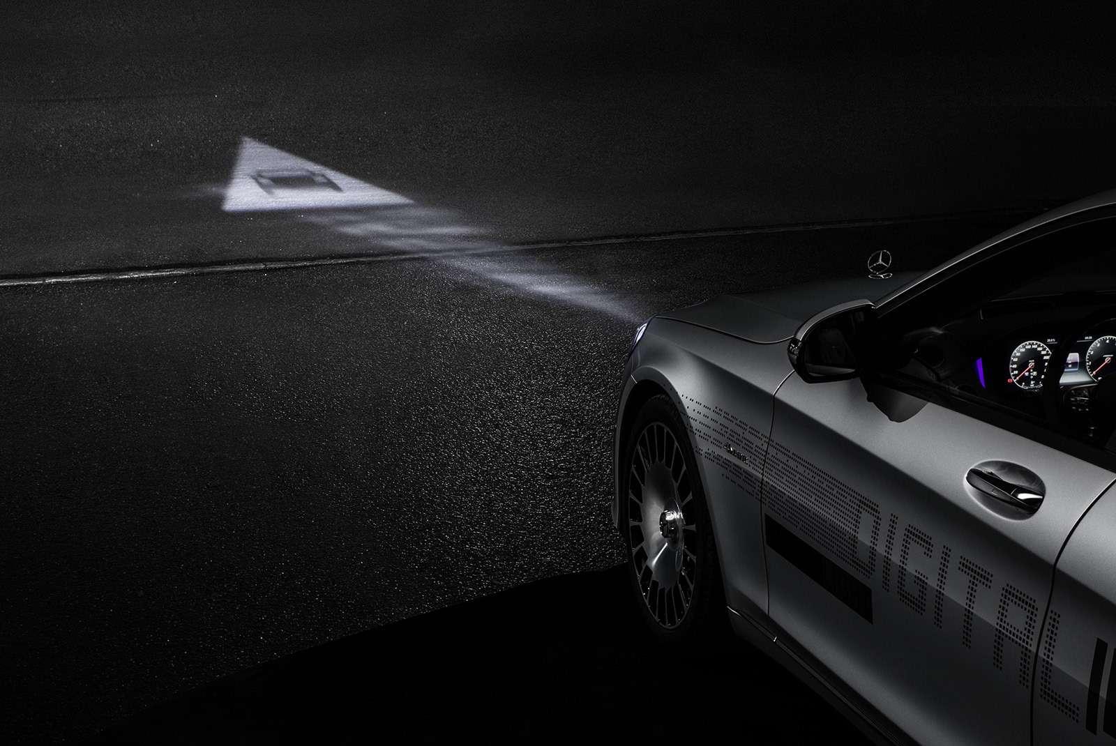 «Ярисую наасфальте»: Mercedes-Maybach представил уникальные фары— фото 851498