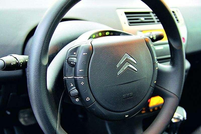 Toyota Auris, Mitsubishi Lancer, Nissan Tiida, Citroen C4: Имею желание…— фото 92605