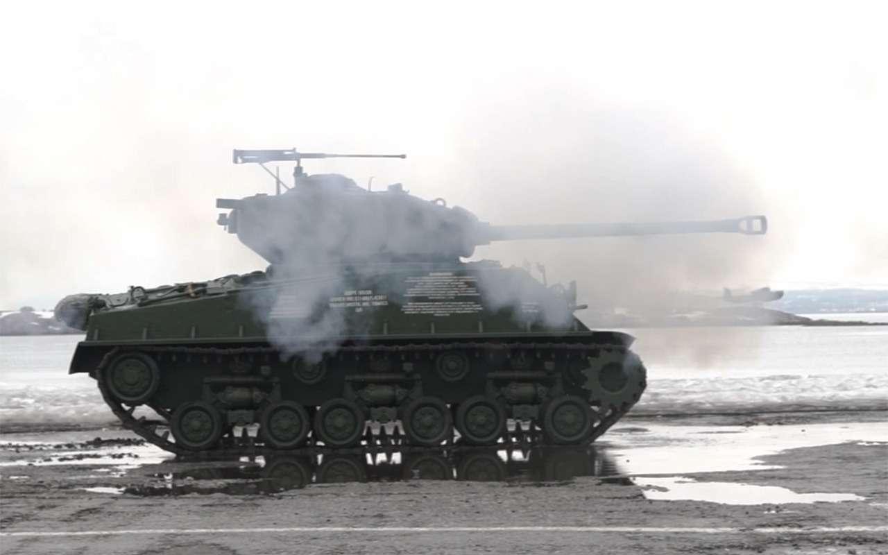 Какая комфортная иномарка: тест-драйв американского танка «Шерман»— фото 944978