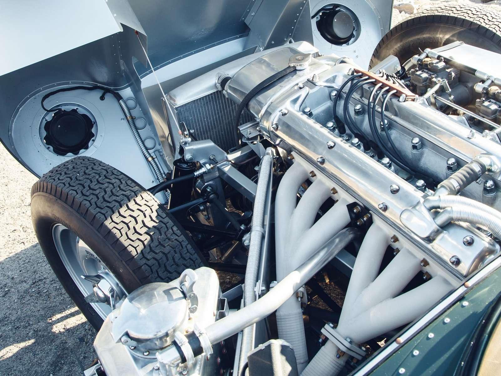 Jaguar вернулся квыпуску карбюраторных автомобилей— фото 665305