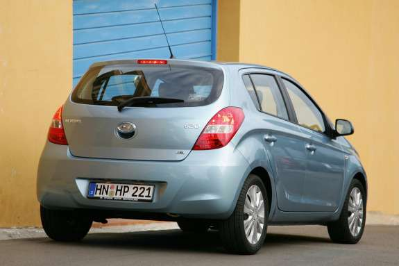 Old Hyundai i20 side-rear view