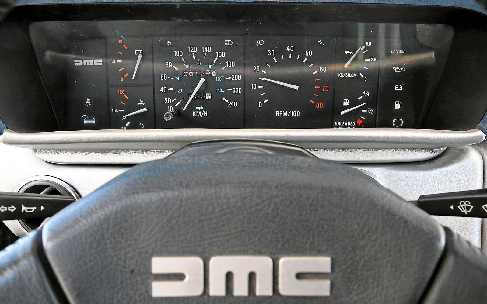 BMWi8и DeLorean DMC-12— вперед вбудущее— фото 637017