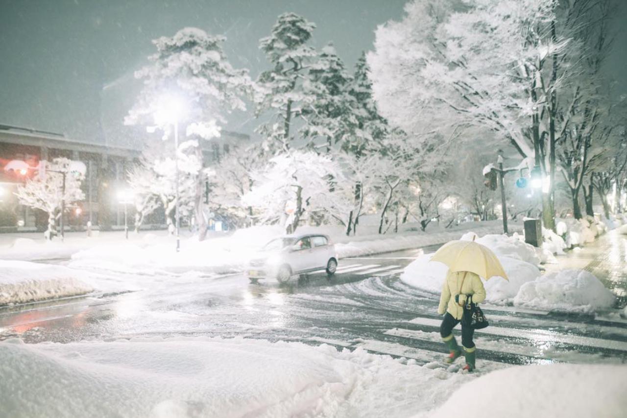Снегопад вЯпонии: надорогах гибнут автолюбители— фото 845131
