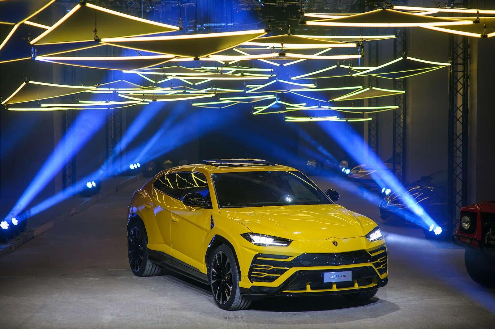 Lamborghini привезла вРоссию автомобиль, который небоится «лежачих полицейских»— фото 845783