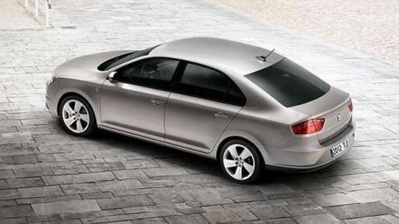 SEAT Toledo side-rear view