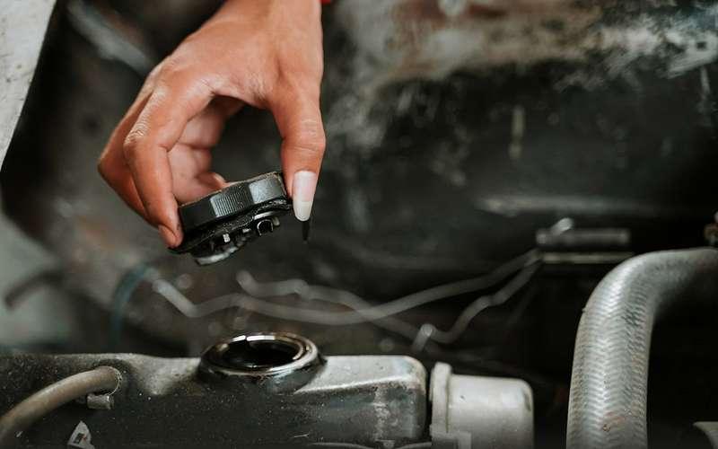 Масло назамену ипромывка двигателя: экспертиза «Зарулем»
