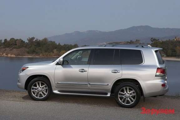 Restyled Lexus LX570 side view