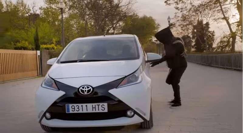Toyota наняла известного пранкстера длярекламы новой Aygo