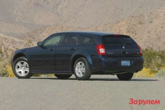 Dodge Magnum SXT side-rear view