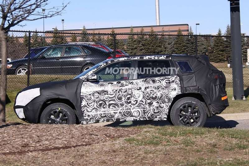 NewJeep Cherokee test prototype side view_no_copyright