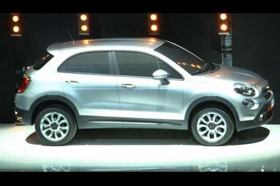 Fiat 500X side view 2