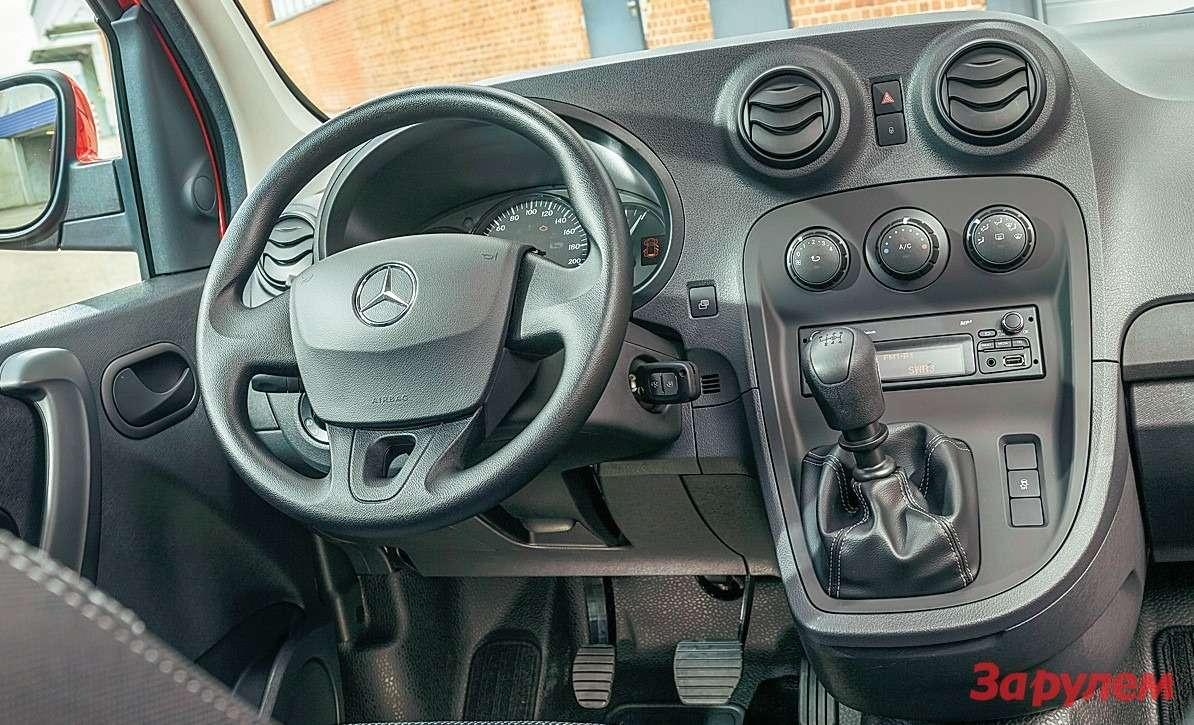 Mercedes-Benz Citan Интерьер померкам «Мерседеса» простенький, новполне добротный.