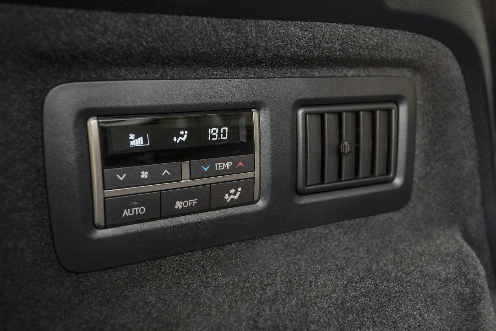 Тест-драйв Lexus RX350L AWD: когда «L»— вовсе не«Long»— фото 915742