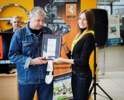 no_copyrightВладимир Грищенко получает сертификат надополнительное оборудование