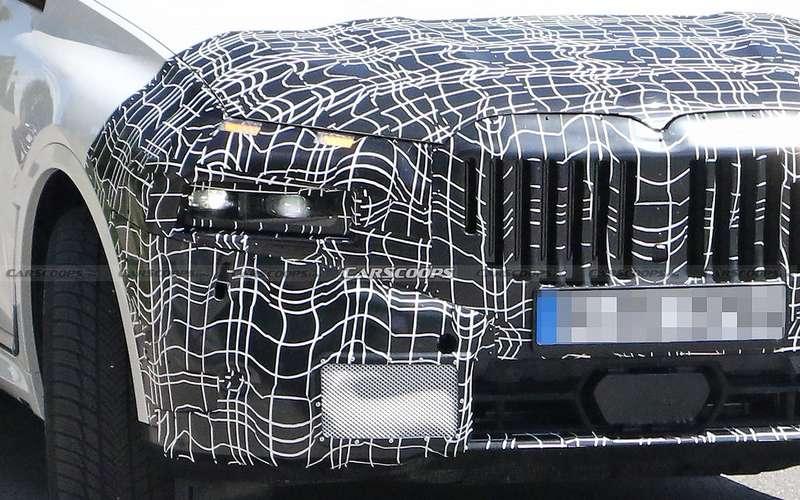 Обновленный BMW X7 получит раздельные фары