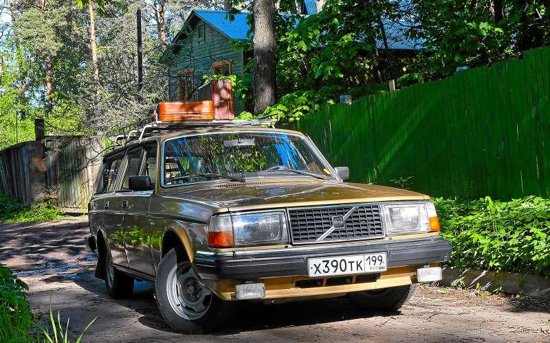 Шведская династия: Volvo V90 Cross Country нафоне предков