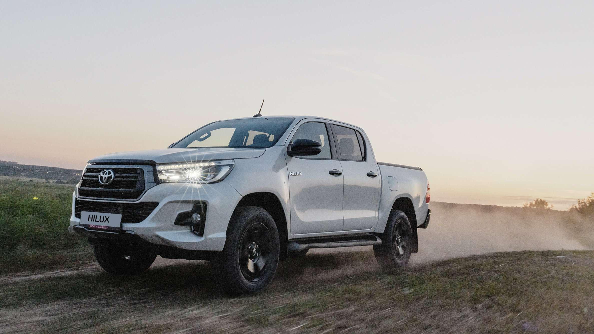Toyota обновила топовую версию пикапа Hilux— фото 983877