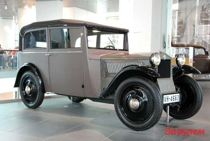 DKWF1(1931— 1932гг.) оснащался рядным двухцилиндровым двухтактным мотором рабочим объемом 584см3и мощностью 15л.с. Снаряженная масса— 450-580кг взависимости оттипа кузова. Автомобиль развивал скорость 75км/ч ирасходовал 8л бензо-масляной смеси на100км. Было выпущено 4353 единицы.