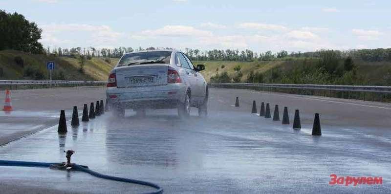 Свои тесты ЗР, как правило, проводит вРоссии, надорогах полигона АВТОВАЗа. Однако эксклюзив вроде специальных высокоскоростных шин испытывают изарубежом, нафирменных площадках производителей.
