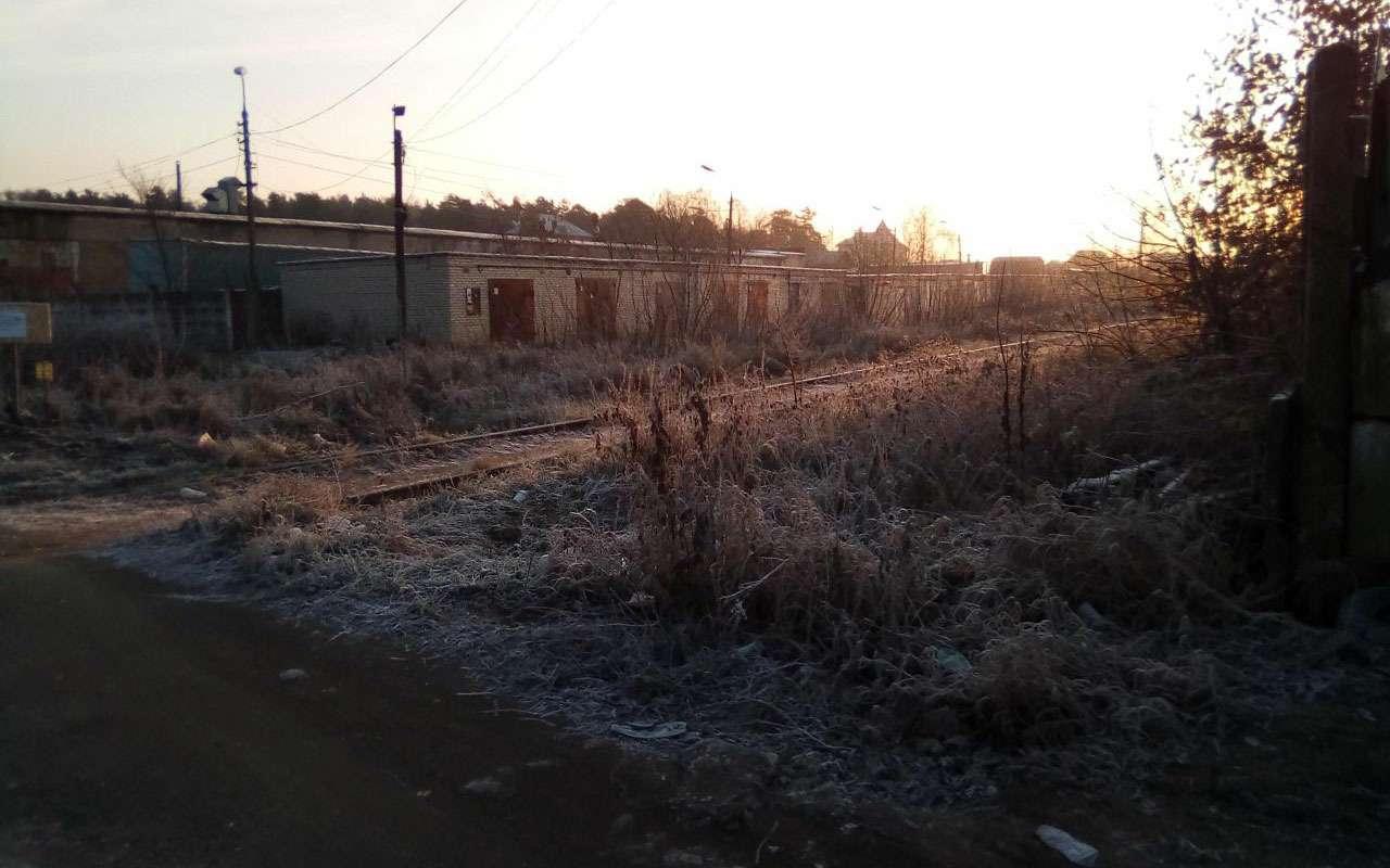 РЖДотрежет отцивилизации поселок вПодмосковье, закрыв ж/д переезд. Говорят, его несуществует!— фото 1009078