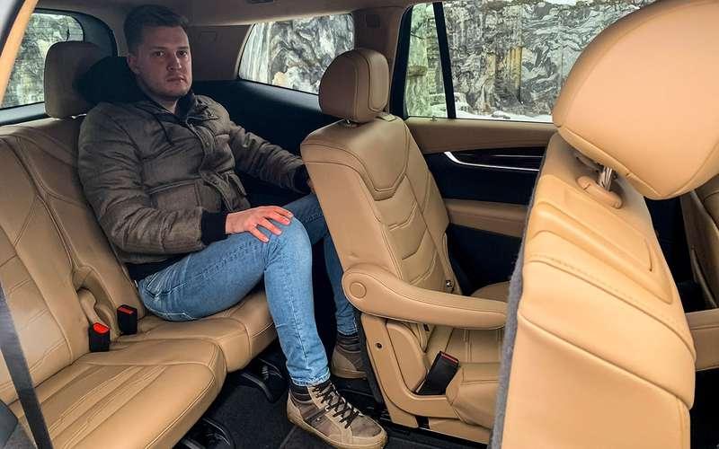 Новый кроссовер Cadillac ивсе его козыри