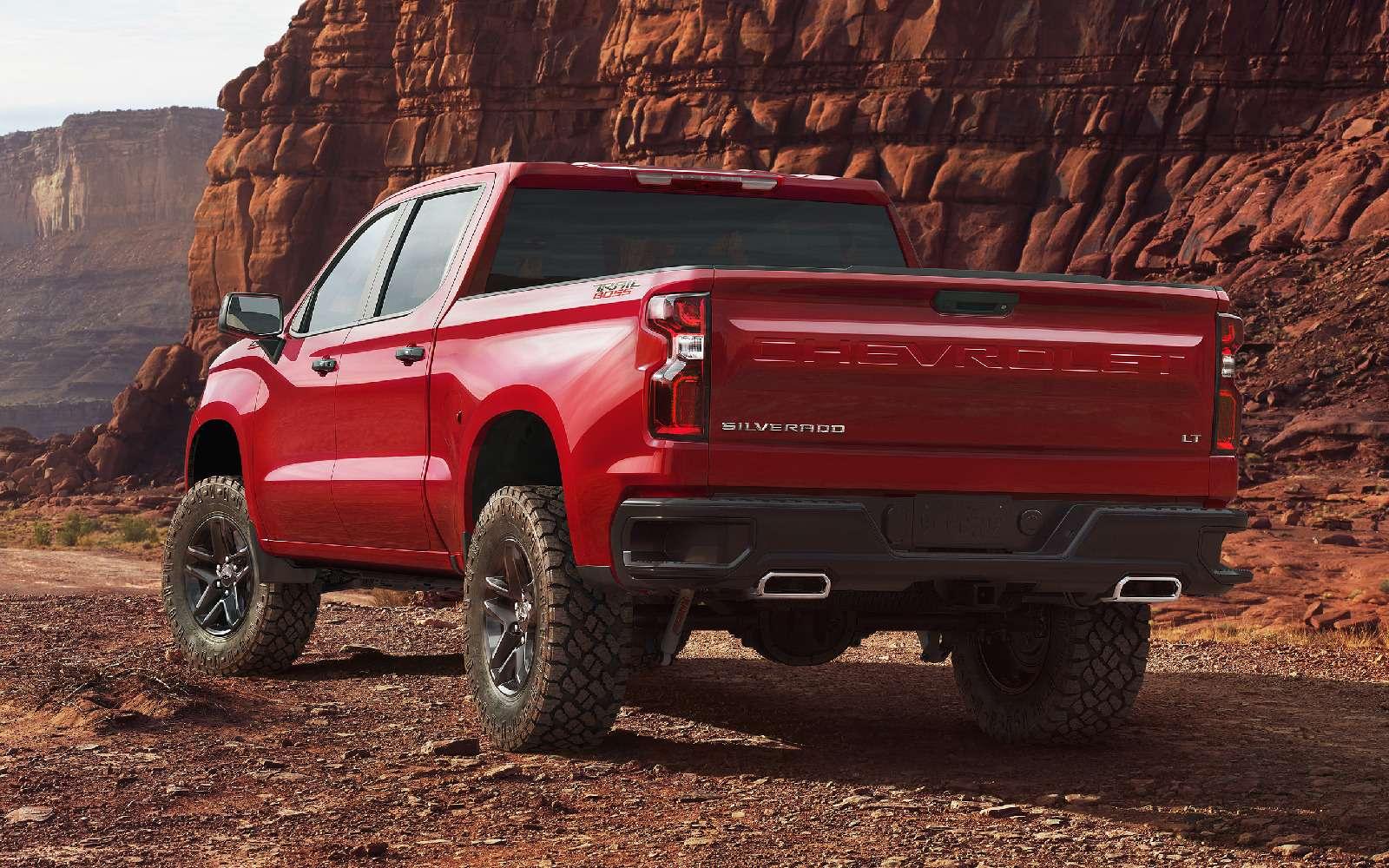 В погоне залидером: представлены новые Chevrolet Silverado иRam 1500— фото 836112