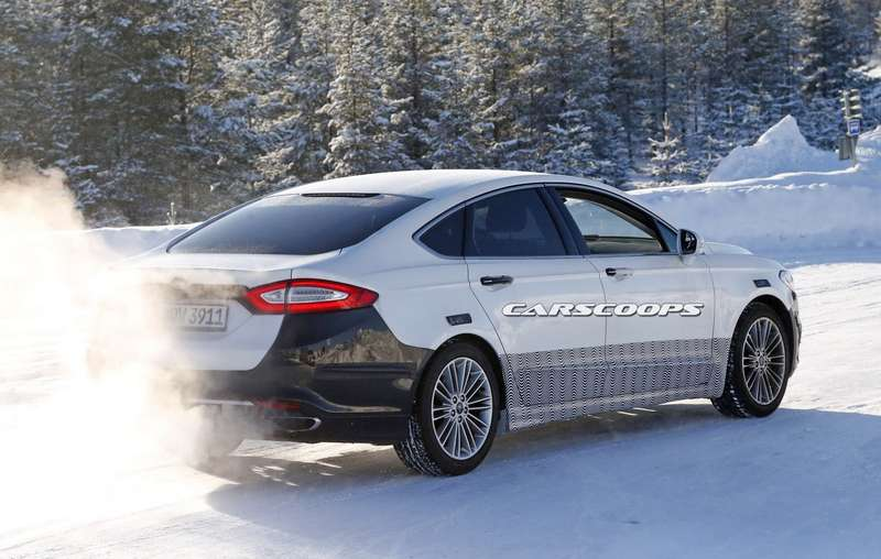 2017-Ford-Mondeo-11