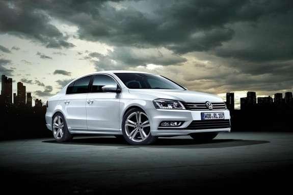 Volkswagen Passat R-Line side-front view