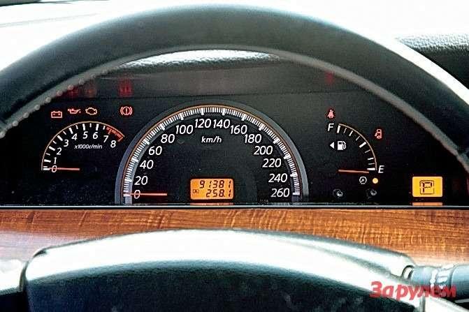 Шкалы «Ниссана-Теана» отражают степенный характер машины. Спидометр— главный инструмент водителя.