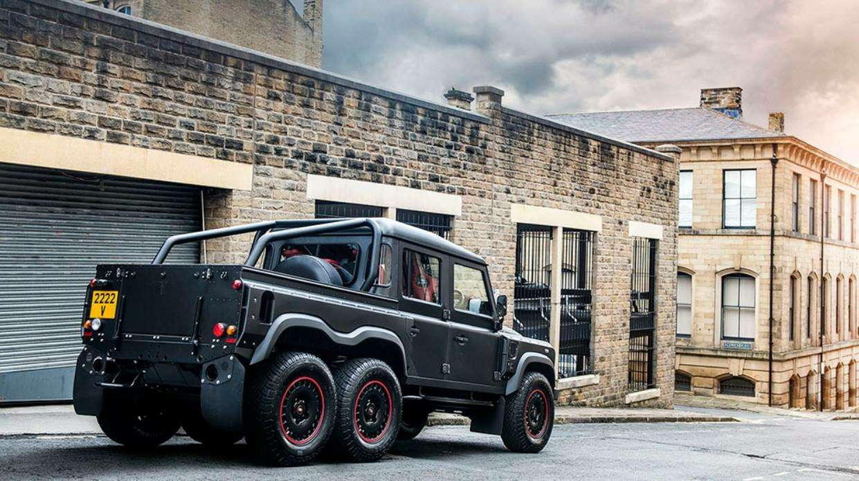 Гелендвагеном навеяло: Land Rover Defender получил две новые версии 6×6 — фото 825148