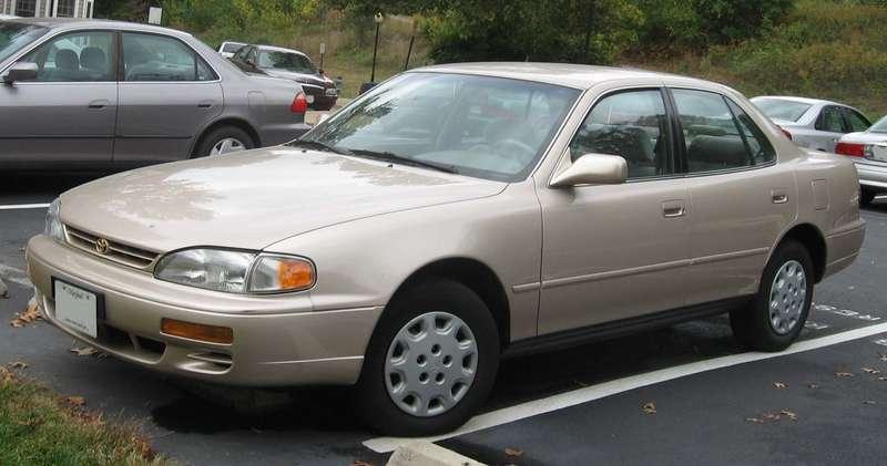 Toyota выплатит 11млн долларов засамопроизвольное ускорение Camry
