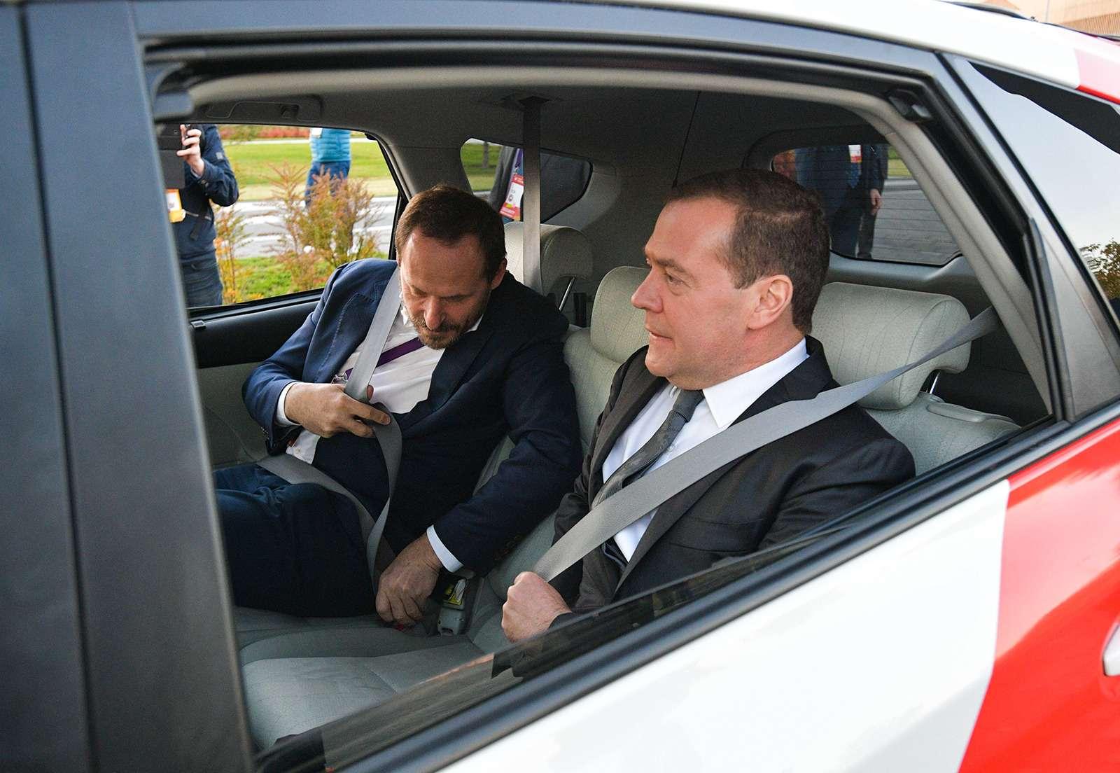 Yandex запустил беспилотное такси. Первый пассажир— Дмитрий Медведев— фото 914937