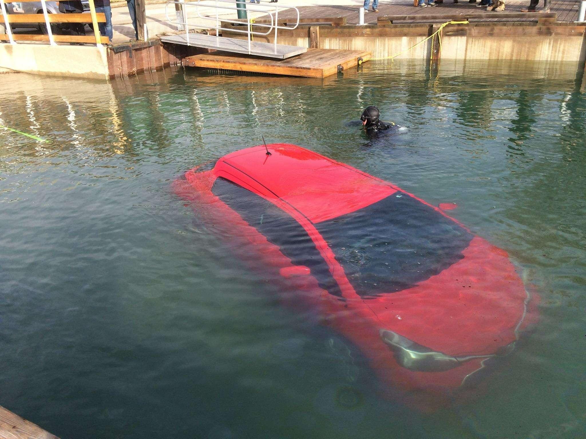 Автомобиль отправили возеро согласно рекомендации навигатора— фото 588844